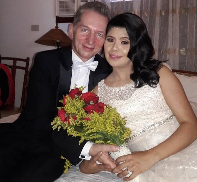 Dionizy Brylka z żoną Cheryl. Ślub wzięli na Filipinach, ale zamieszkają w Dobrodzieniu.