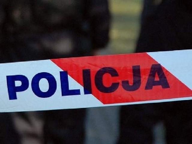 W miejscu odkrycia zwłok pracowali policjanci i prokurator.