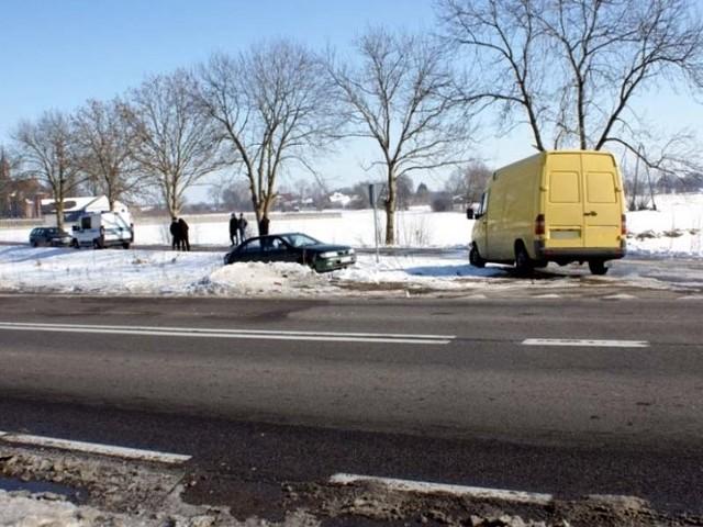 Auta zderzyły się na skrzyżowaniu