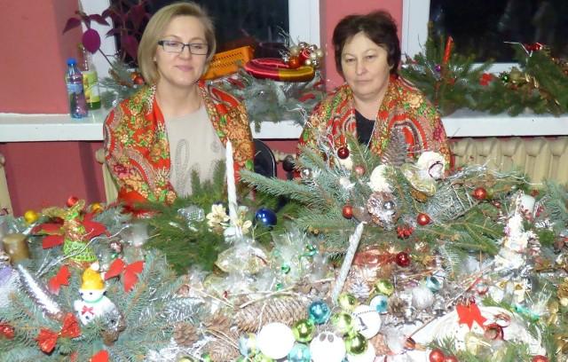 Panie Andżelika i Elżbieta z koła gospodyń w Wojsławicach prezentowały specjalną, świąteczną ofertę na kiermaszu w Kazimierzy Wielkiej.