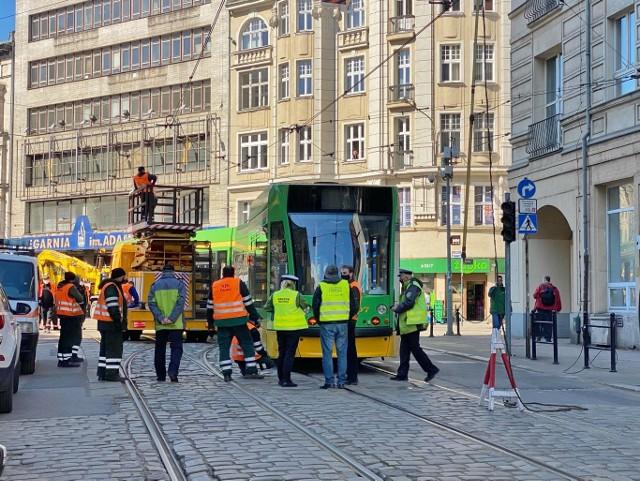 Do wykolejenia tramwaju doszło przed godz. 10. Zobacz więcej zdjęć ---->