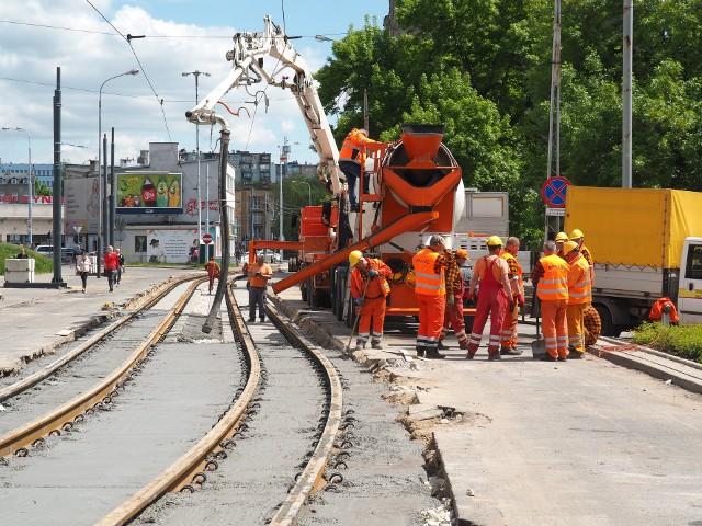 Obecnie miasto remontuje 300-metrowy odcinek torowiska na ul. Limanowskiego