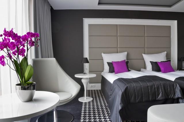 Dwuosobowy pokój w Piano kosztuje od 330 do 350 zł za dobę.