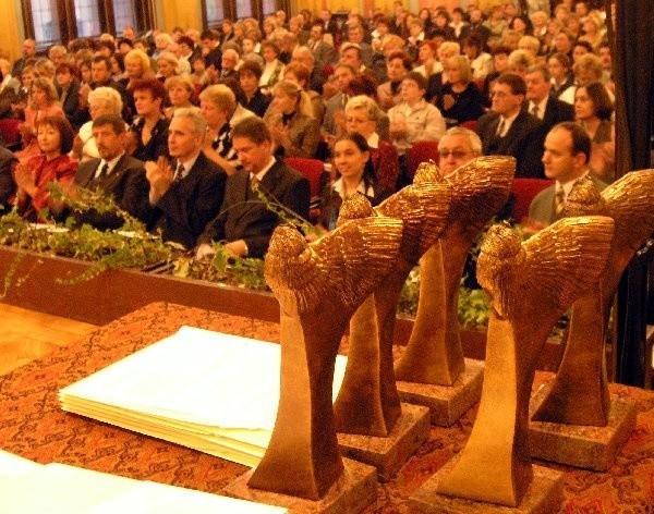W Dworze Artusa nagrody odebrało 60  toruńskich nauczycieli.