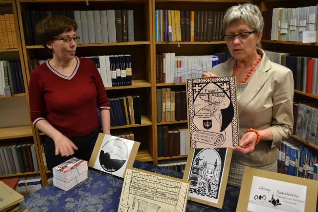 Biblioteka poszczycić się może wspaniałym zbiorem exlibrisów. Teraz panie bibliotekarki szykują wystawę o dziadkach do orzechów.