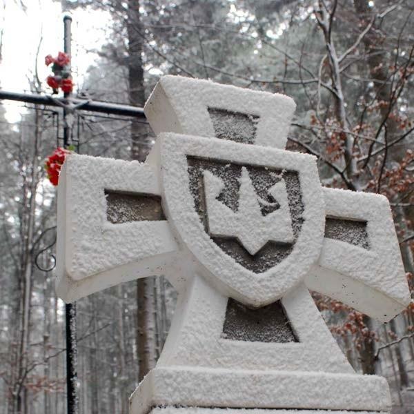 Policja szuka wykonawców nielegalnego pomnika, choć przypuszcza się, że został on wystawiony przez członków wycieczki z Kanady.