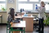 Nauczyciele w Kujawsko-Pomorskiem czekają na trzynastki. Samorządy potrzebują milionów złotych