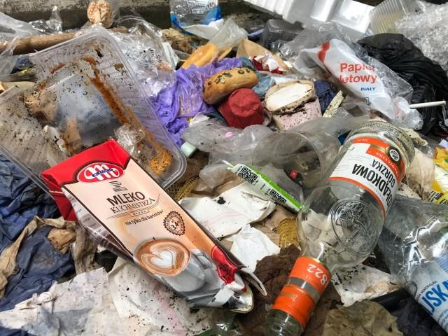 Po akcji inspekcji środowiska oraz funkcjonariuszy KAS, Niemcy odbiorą od nas nielegalnie przywiezione śmieci.