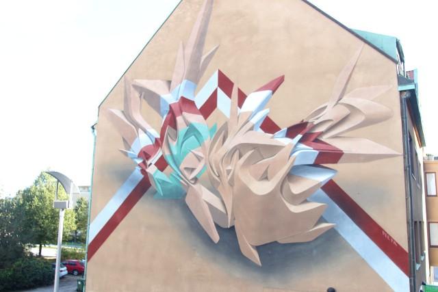 Mural wykonany w 2014 w ramach szwedzkiego festiwalu No Limit Street Art Borås.Licencja