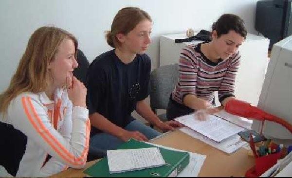 Na zdjęciu od lewej: Hanna Matusewicz, Emilia  Czubek i Agnieszka Omińska.