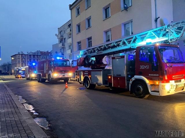 W jednej z czteropiętrowych kamienic przy ul. Dubois paliło się mieszkanie na 1. piętrze.
