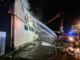 Pożar w Ozorkowie 26 sierpnia 2021 Palił się pawilon handlowy! Czarny dym nad centrum Ozorkowa. Zobacz, co się pali! 26.08.2021