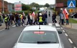 """Protesty rolników na Pomorzu: """"Trzeba obalić dyktatora Kaczyńskiego"""". Rolnicy blokowali drogi m.in.: dk 55, dk 6 i """"berlinkę"""" (7.10.2020)"""