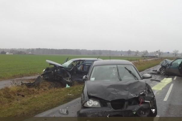 Zderzyły się trzy samochody osobowe. Na Drodze Wojewódzkiej 235 w miejscowości Zbeniny (gm. Chojnice) trwa akcja. Droga jest zablokowana. Na miejscu działają załogi pogotowia ratunkowego, zastępy straży pożarnej i policja.