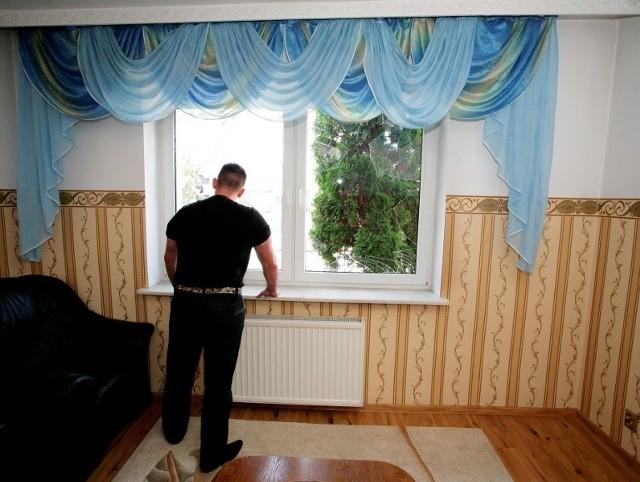 W romskim domu wybito szyby w jednym z okien