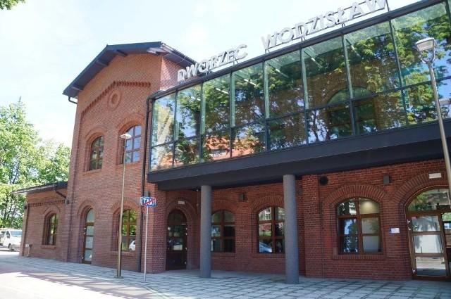 Dworzec kolejowy w Wodzisławiu Śl. po zakończonym remoncie