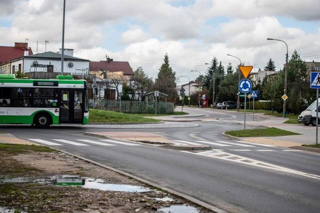 Dyrektor SP 51 mówi, że najbardziej newralgicznym punktem wydaje się rondo łączące ul. Brzechwy, Kluka i Chełmońskiego.
