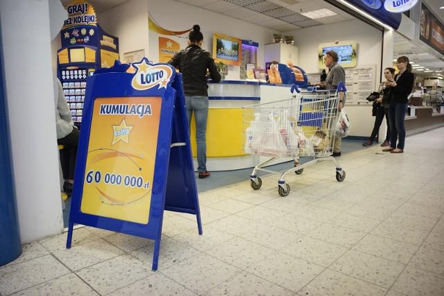 """W czwartkowym losowaniu Lotto odnotowaliśmy kolejną główną wygraną wartą 2 mln zł. """"Szóstka"""" w Lotto w Rawiczu."""