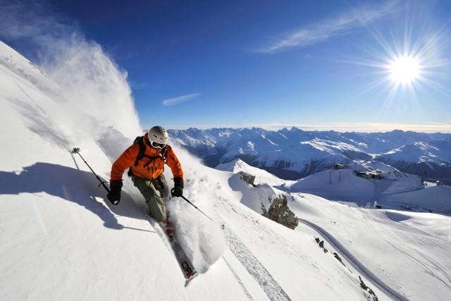 W Davos, najwyżej położonym europejskim mieście, odbywa się słynne Światowe Forum Ekonomiczne. W jego okolicach jest też ponad 300 km tras zjazdowych, sporo terenów do freeride'u i 110 km tras biegowych