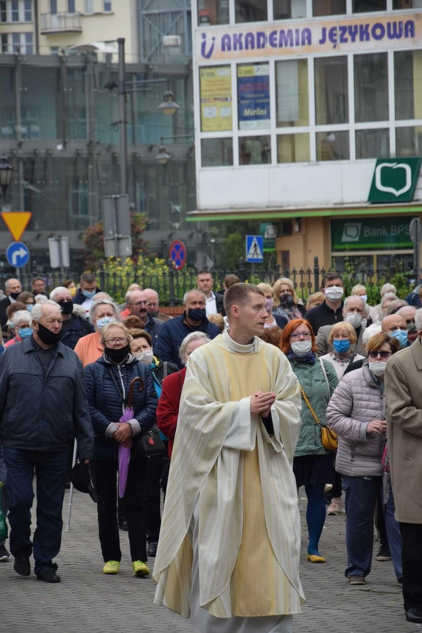 Boże Ciało 2020 w Gdyni. Procesje przeszły wokół kościołów [zdjęcia]