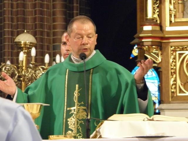 Biskup Olszowski był na nieszporach odpustowych w bazylice w Rybniku. Ma koronawirusa. Wierni pytają - czy jest bezpiecznie?