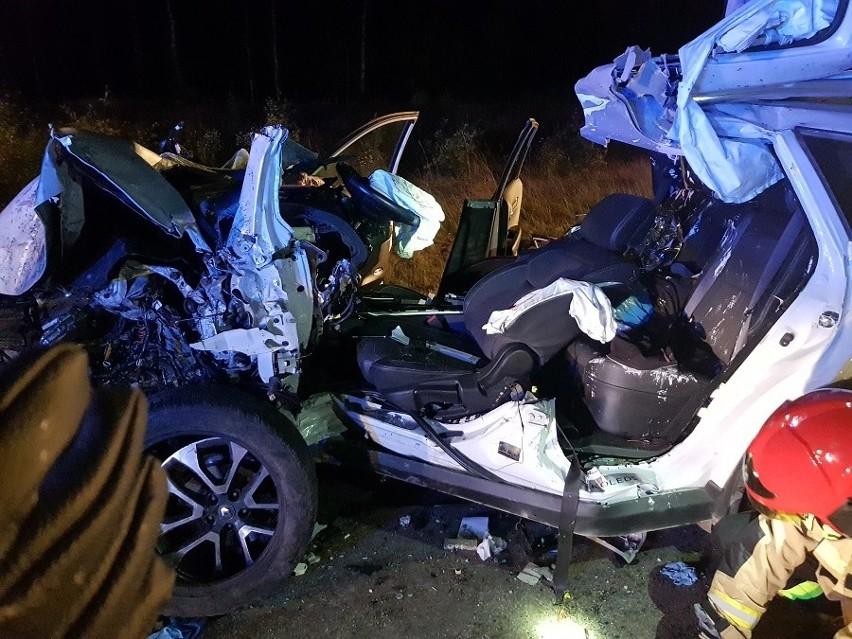 Osowiec. Wypadek na DK 65 na trasie Mońki - Grajewo. Kierowca przeżył, ale jest cały połamany. Samochód do kasacji (zdjęcia)