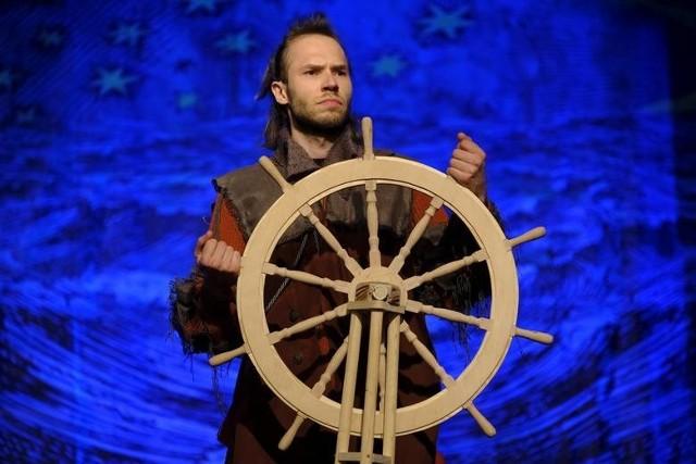 """Z okazji Międzynarodowego Dnia Teatru toruński """"Baj"""" udostępnił on-line swój spektakl """"Robinson Crusoe"""""""