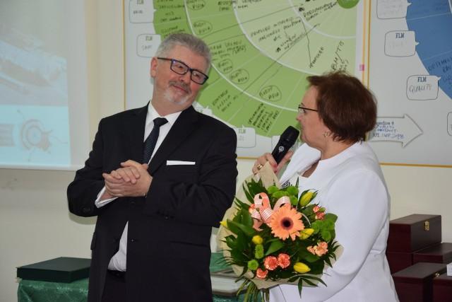 Podsumowano 10 lat inwestycji LafargeHolcim w Cementownię Kujawy. W ramach Pomorskiej Specjalnej Strefy Ekonomicznej przez ostatnią dekadę spółka zainwestowała tu 411 mln zł, przyczyniając się do powstania ponad 60 miejsc pracy. Podczas uroczystości Stanisław Sobczyk, dyrektor Cementowni Kujawy, Lafarge w Polsce podziękował licznie przybyłym za współpracę, sam też - jako  szef zakładu, otrzymał podziękowania  od licznie przybyłych na uroczystość.Podziękowania dla zespołu Cementowni Kujawy: