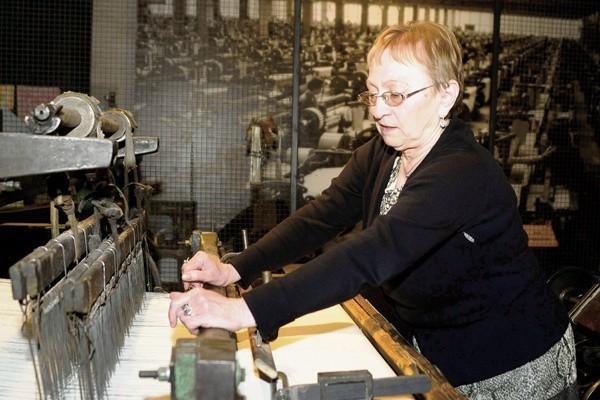 Czesława Szymańska pamięta czasy, gdy Dzień Włókniarza obchodziło  80 tys. pracowników łódzkich zakładów produkujących przędzę, tkaniny, dzianiny, odzież i obuwie.