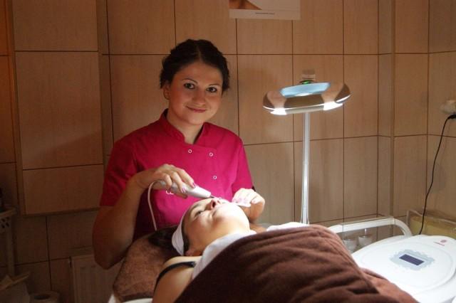 """Katarzyna Gawlak-Kubik to absolwentka kosmetologii. W naszym plebiscycie bierze udział jako samodzielna kosmetyczka, a także właściciel salonu  """"Beauty Space"""" na zakopiańskiej Pardałówce"""