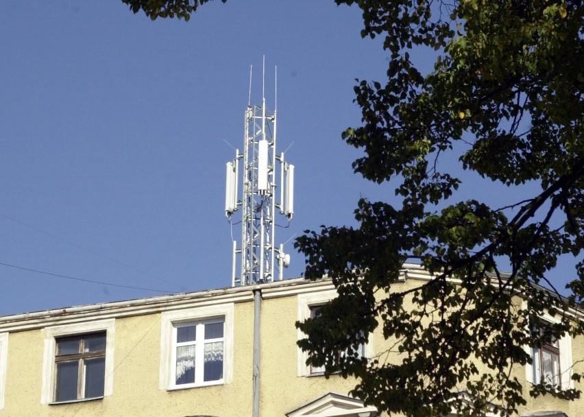 Na budynku przy ul. Jagiełły 1 zamontowano przekaźnik sieci komórkowej. Mieszkańcy sąsiednich kamienic żądają zdemontowania sprzętu. Podkreślają, że nie powiadomiono ich o tej inwestycji, do czego mieli prawo.