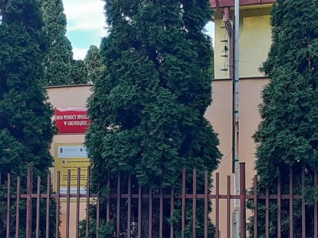 Dom Pomocy Społecznej przy ul. Parkowej w Grudziądzu. Po raz drugi wykryto zakażenie koronawirusem u pracowników tej placówki.