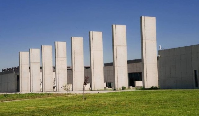 LPNT mieści się w budynku przy ul. Dobrzańskiego. Gmach ma 10 tys. mkw powierzchni
