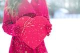 Życzenia walentynkowe: Romantyczne cytaty o miłości dla ukochanej osoby. Wyślij liścik miłosny z oryginalnymi życzeniami na walentynki 2021