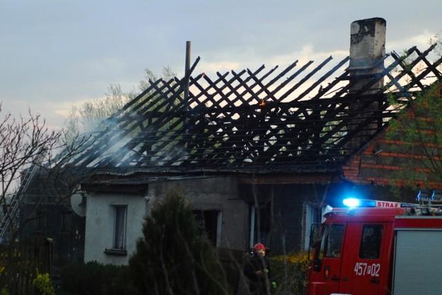Pożar w Suchorzewku: Dwie rodziny bez dachu nad głową