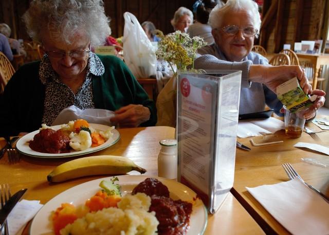 Do ciepłych posiłków dla seniorów dopłacą gorzowskie spółki miejskie.