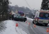 Wypadek w Wodzisławiu: Dwa samochody zderzył się na Kopernika po świeżych opadach śnieg ZDJĘCIA