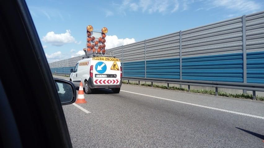 Protest kierowców lawet na autostradzie A2 w kierunku Warszwawy rozpoczął się kwadrans po godzinie 14. Służby drogowe podają, że kierowcy lawet blokują A2 na wysokości 398 km drogi, w miejscowości Dzierzgów. To rejon zjazdu na Skierniewice.