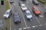 Wrocław: Szaleniec za kierownicą. Zajechał drogę, wjechał na chodnik i pognał dalej (FILM)
