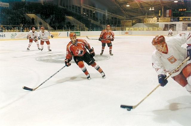W meczu z Kanadą nie brakowało żadnego z elementów dobrego hokejowego widowiska.