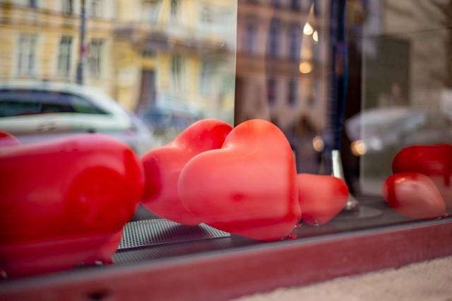 W czasie zabawy uczestnicy będą mieli okazję poznać uczuciowe perypetie i historie miłosne mieszkańców Poznania