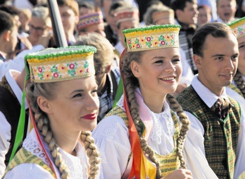 Dziś na scenie w Białymstoku wystąpi m.in. zespół Vingis.  Repertuar grupy to tradycyjne pieśni, muzyka i tańce litewskie, a także znane utwory kompozytorów i choreografów zza sąsiedniej granicy.