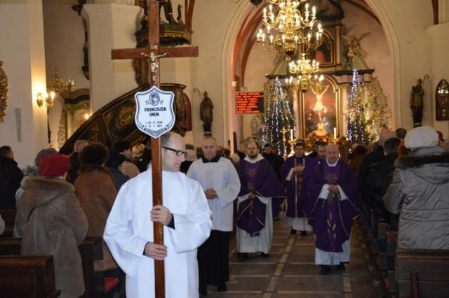 Pogrzeb Franciszka Okunia, artysty z Leśniewa
