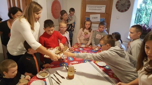 Dzieci z SP w Rżańcu na warsztatach regionalnych