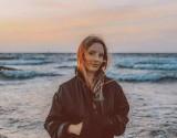 Marta Kacprzak tworzy klipy dla Iggy'ego Popa, Tricky'ego, Muńka i Skubasa. Mieszka w niewielkiej, spokojnej pomorskiej wsi