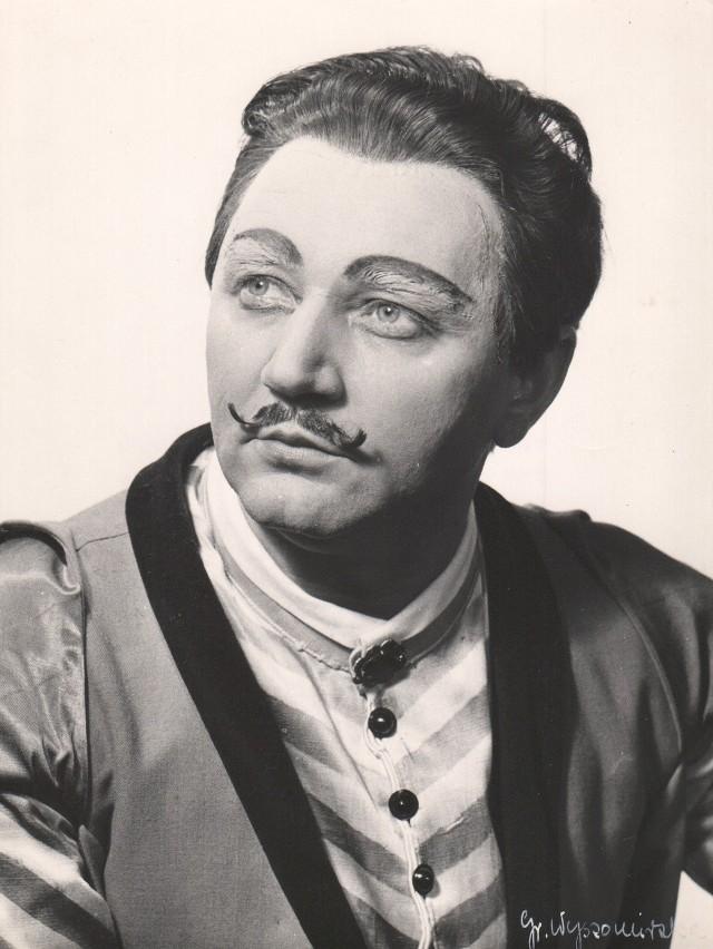 """Marian Kouba jako Stefan ze """"Strasznego Dworu"""" Stanisława Moniuszki."""