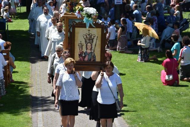 Odpust Matki Boskiej Leśniowskiej 2020.Zobacz kolejne zdjęcia. Przesuwaj zdjęcia w prawo - naciśnij strzałkę lub przycisk NASTĘPNE