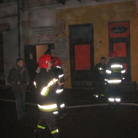 Strażacy w czwartek wieczorem gasili pożar w centrum Suwałk