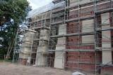Finiszuje remont klasztoru bernardynów w Warcie. Zachowano mur gotycki ZDJĘCIA