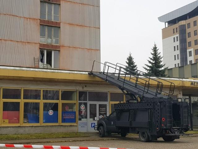 Ćwiczenia żołnierzy GROM-u w wieżowcu Miastoprojektu przy ul. Młynowej w Białymstoku